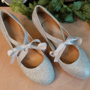 Chase & Chloe Shiny Silver Glitter Shoes w/Ribbon